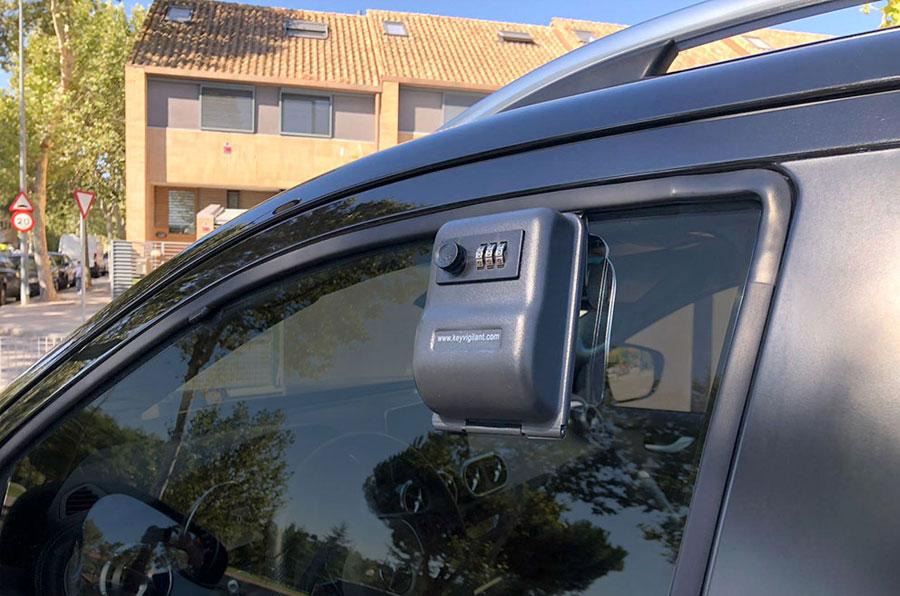 Car dealer key box for window. KVBOX . Code opening